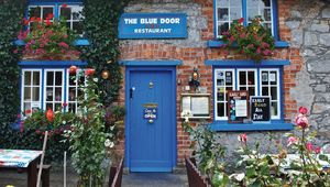 Thumb_the-blue-door-restaurant