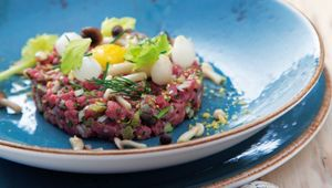 Thumb_beef_tartar_with_picked_mushrooms