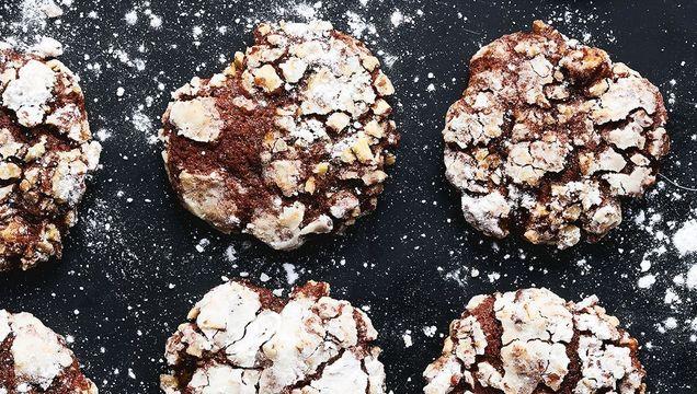 Chocolate, banana and pecan cookies
