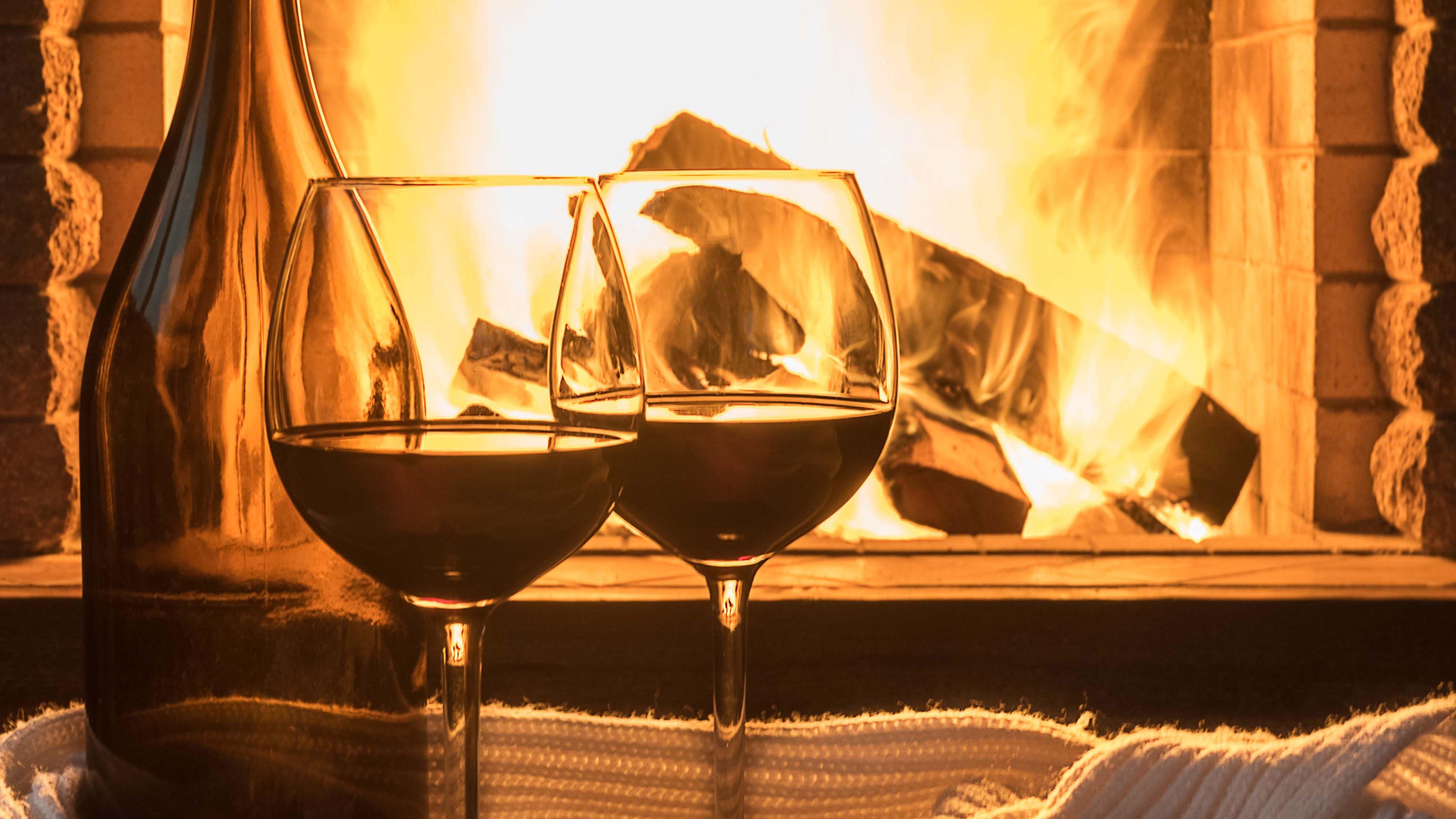 Wine_in_front_of_fire_main_flip_