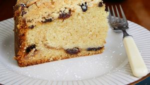 Thumb_deep_filled_mincemeat_crumble_cake_slice