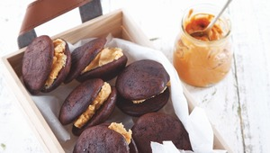Thumb_whoopie_pies_with_peanut_butter