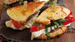 Thumb grilled chicken sandwich