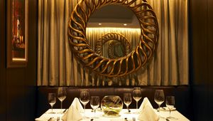 Thumb_shelbourne_table_and_mirror