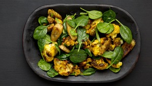 Thumb_cauli__banana_spinach_salad_susan_jane_white