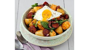 Thumb egg and chorizo hash ethna reynolds main