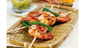 Thumb_prawns_with_mangetout_and_corn