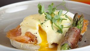 Thumb_le_drunch_eggs_benedict_edit