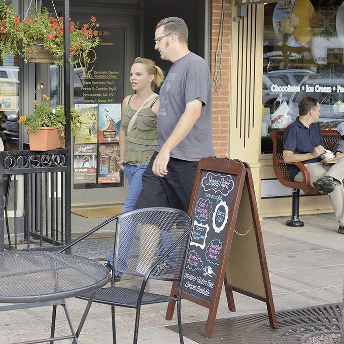 Sandwich_board_outside_restaurant_gettyimages-458889087_edit