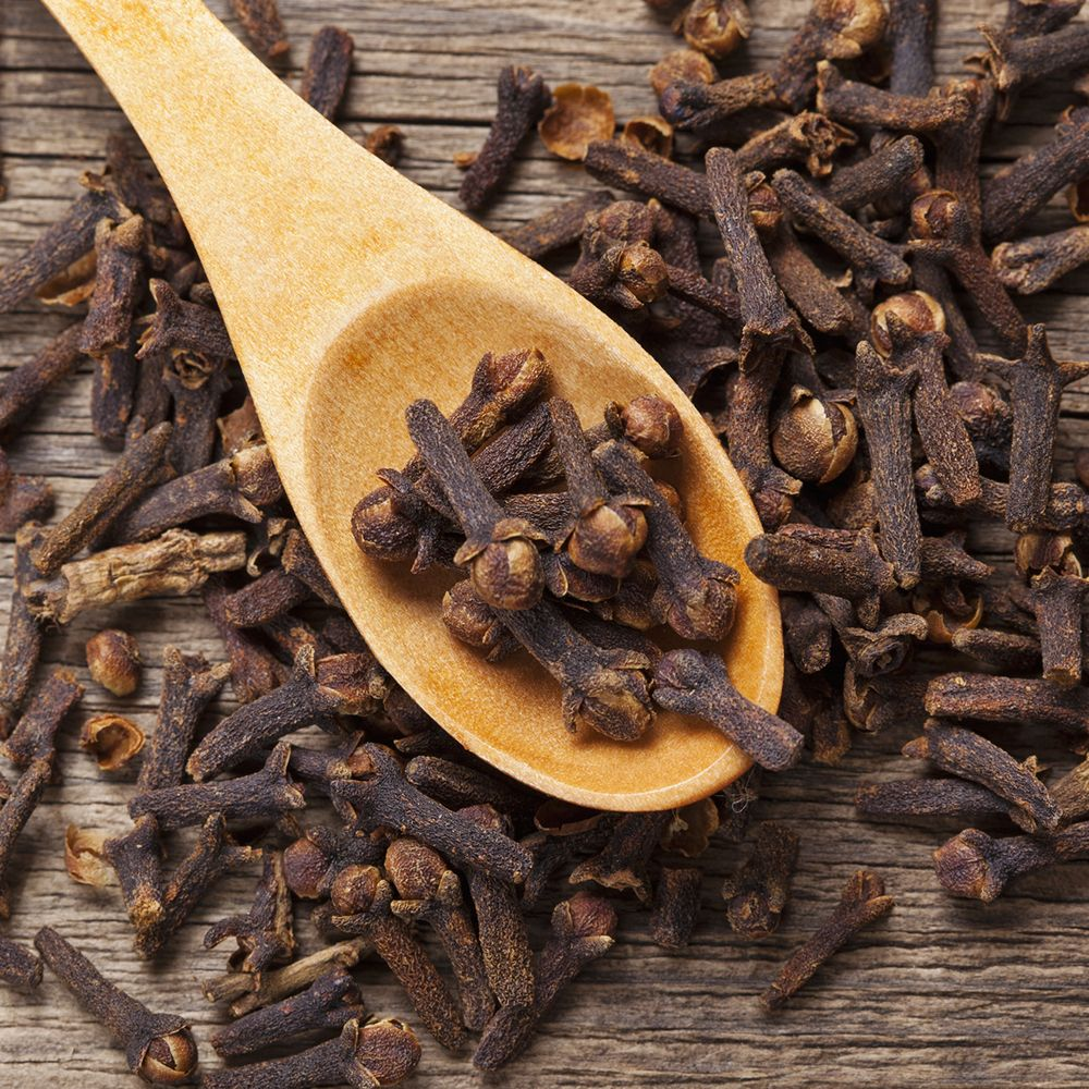 Cloves_on_spoon_gettyimages-471346177_edit_
