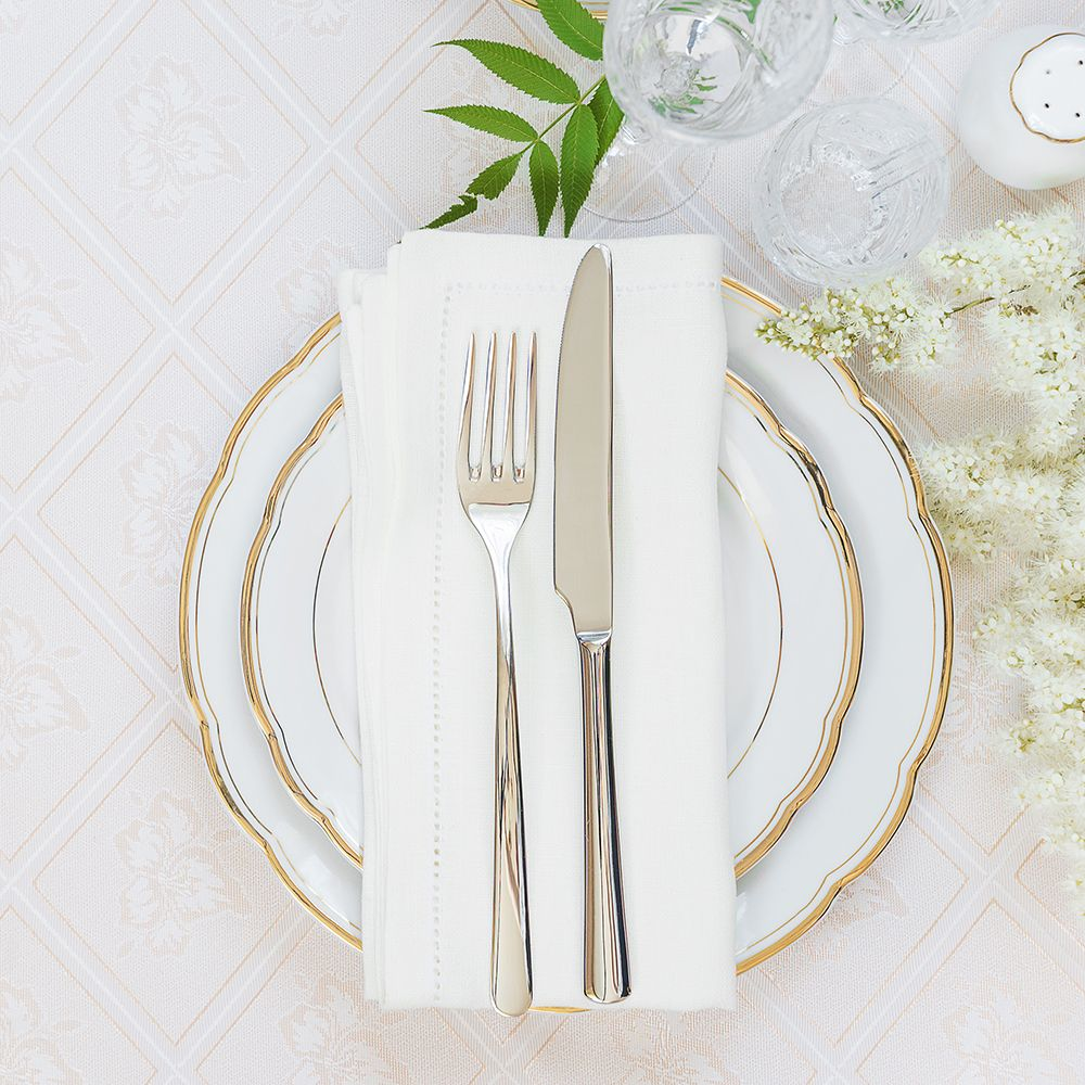 Table_setting_gettyimages-485530294_what_to_cook_insta