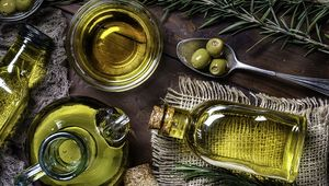 Thumb_olive-oil-gettyimages-1176912780