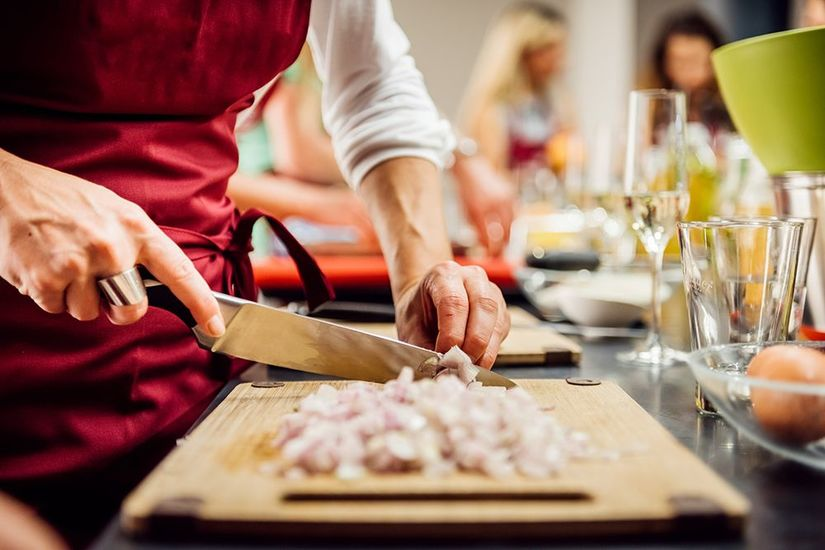 Featured_cooking-class-gettyimages-668771707