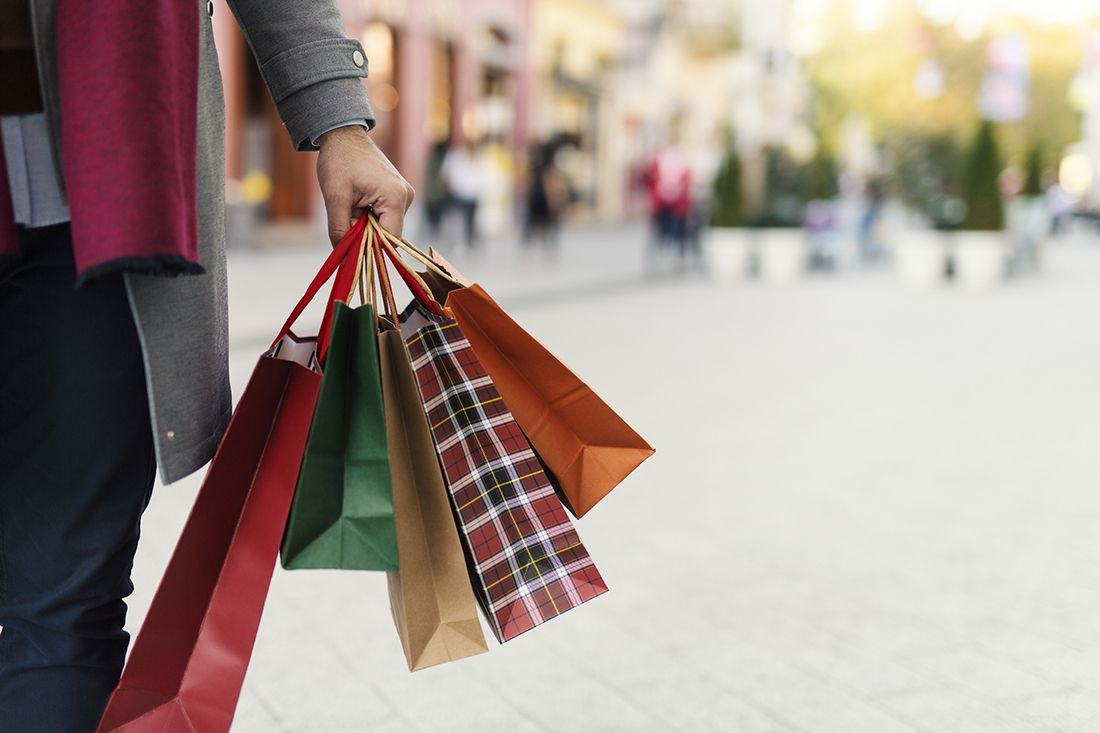 Christmas_shopping_gettyimages-868718238_edit