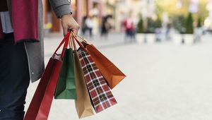 Thumb_christmas_shopping_gettyimages-868718238_edit