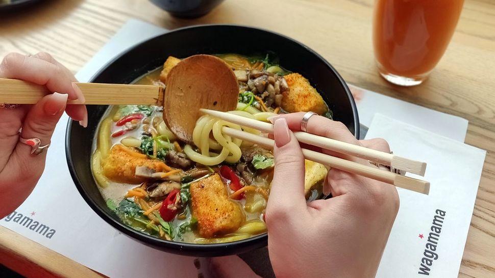 Featured_wagamama_vegan_kare_burosu_ramen_edamame_carrot_juice_edit_main