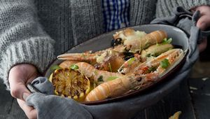 Thumb_crab_claws