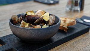 Thumb beer steamed mussles