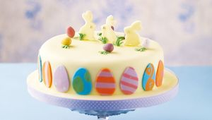 Thumb_easter_egg_cake_main
