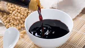 Thumb getty pouring soy sauce
