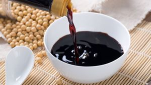 Thumb_getty_pouring_soy_sauce_main