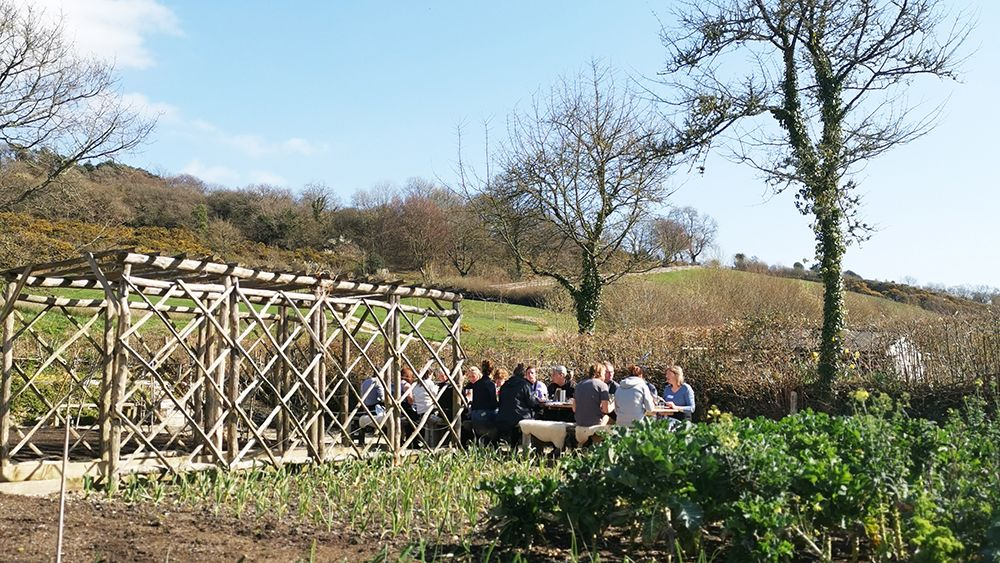 Lunch_in_the_garden_at_river_cottage