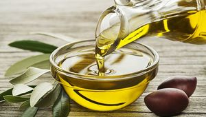 Thumb_getty_olive_oil_pouring_main