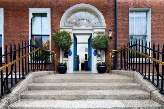 Cliff Townhouse overlooks Dublin\'s Stephen\'s Green