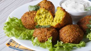 Thumb_getty_falafel