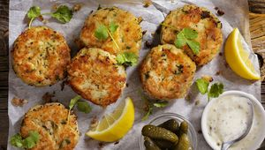 Thumb crab cakes gettyimages 645780408 main