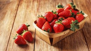 Thumb_gettyimages-638699425_strawberry_punnet_main