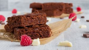 Thumb_raspberry_brownie_gettyimages-735965511_main