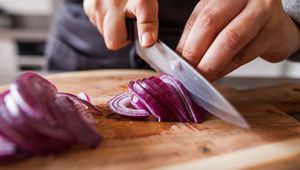 Thumb_slicing_onions_gettyimages-931332942_main