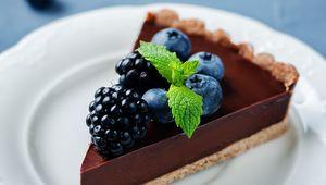 Thumb_chocolate_and_berry_tart_main