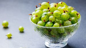 Thumb_gooseberries_gettyimages-925171442_main