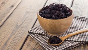 Thumb_raisins_in_bowl_gettyimages-637347902_main