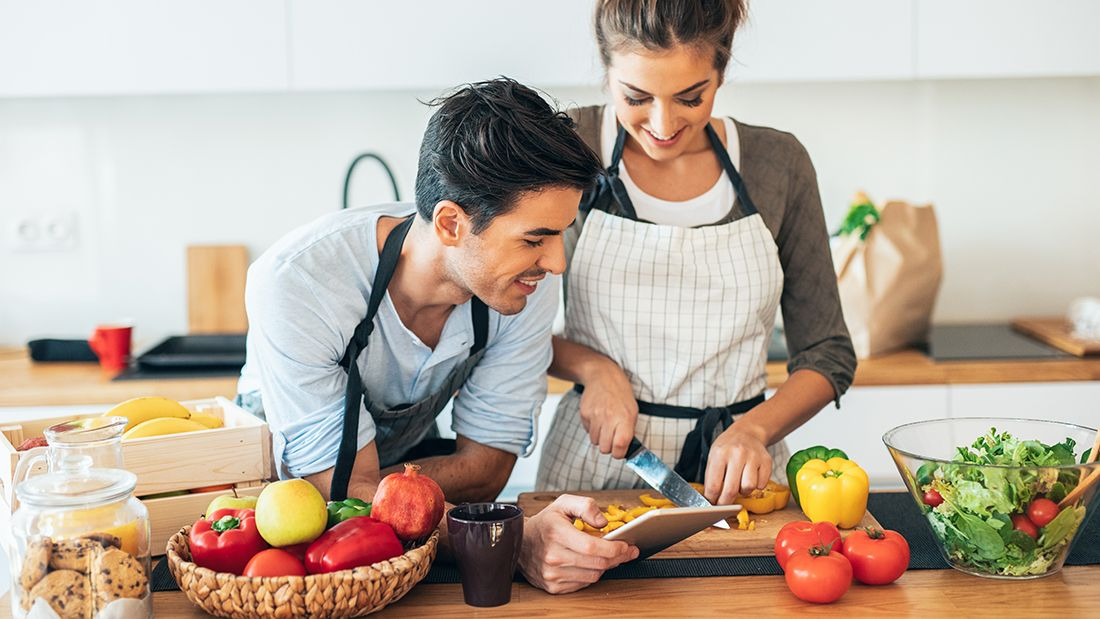 Gettyimages-1166773279_couple_cooking_main