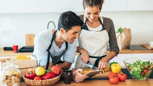 Thumb_gettyimages-1166773279_couple_cooking_main