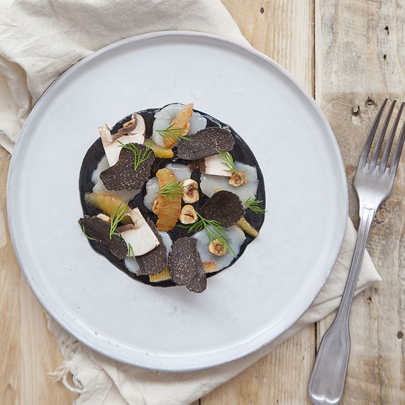Raw_scallop_with_black_truffle_peter_clifford_edit
