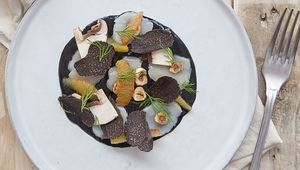 Thumb_raw_scallop_with_black_truffle_peter_clifford_edit