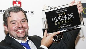 Thumb_chapter_one_darren_hogarty_with_award_120_food_and_wine_awards_main