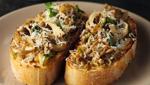 These mushroom bruschettas are easy to make and absolutely delicious.
