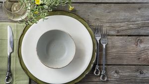 Thumb_table_setting_gettyimages-518338199_flip
