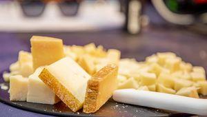 Thumb wine and cheese eatyard flip
