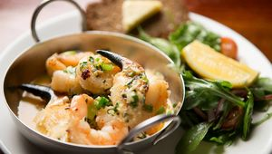 Thumb_crab_claws_and_prawns_anglers_rest_edit