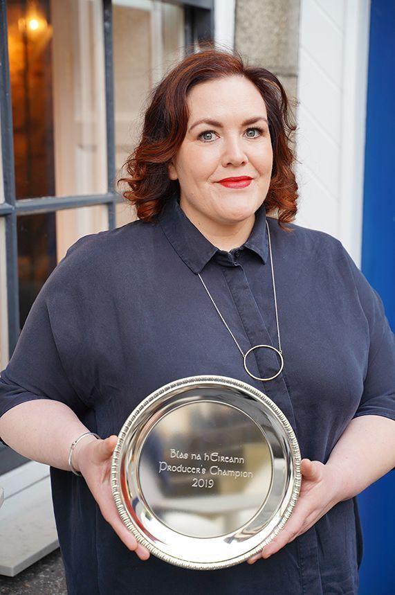 Jess_murphy_with_award_edit