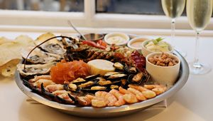 Thumb_seafood_platter_and_bubbly_christmas_shopping_full_stop_2_copy