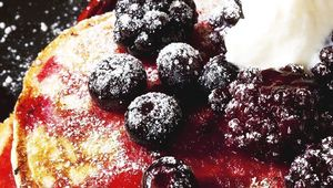 Thumb berry compote