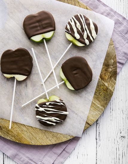 Featured_butlers_apple_lollipops_-final_print_hr-9893_cropped_edit