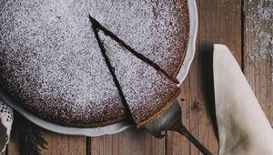 Thumb_cake_with_rosemary_henry-be-_y5cccywtju-unsplash